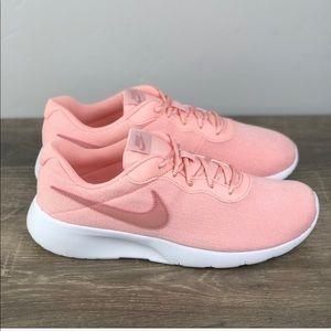 NEW Nike Tanjun
